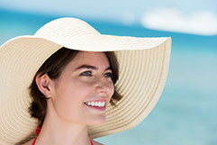How To Apply And Reapply Sunscreen